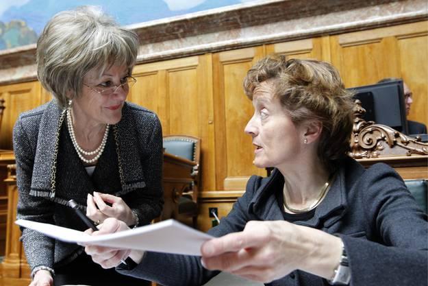 Auf Du und Du mit den Entscheidungsträgern: Wirtschaftspolitikerin Susanne Leutenegger Oberholzer im März 2010 im Gespräch mit der damaligen Finanzministerin Eveline Widmer-Schlumpf.