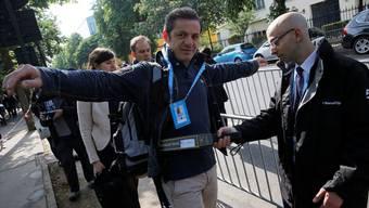 Geduld gefragt: Die Sicherheitsvorkehrungen vor dem Areal von Roland Garros sind stark erhöht worden.