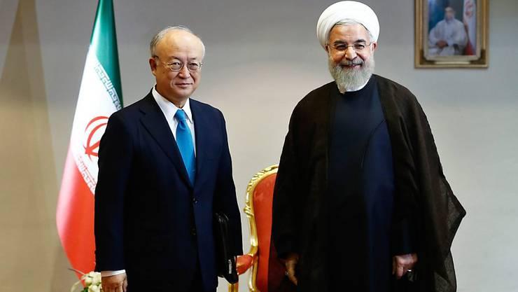 Verständnis, aber noch kein Durchbruch im Atomstreit: Yukiya Amano, Chef der Internationalen Atomenergiebehörde (links) mit dem iranischen Präsident Hassan Ruhani (rechts)