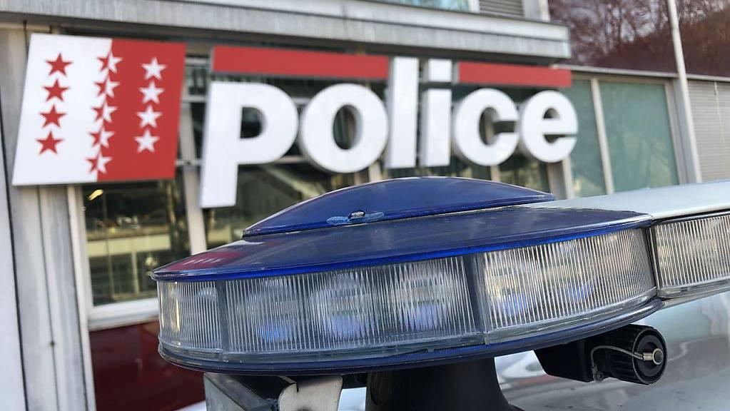 Die Kantonspolizei Wallis verhinderte nach eigenen Angaben ein Neonazi-Konzert. Die Ermittlungen fanden in Zusammenarbeit mit dem Nachrichtendienst des Bundes und verschiedenen Polizeien statt. (Themenbild)