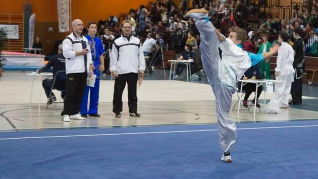 Ein Wushu-Athlet aus Unterentfelden im Wettkampf-Einsatz an den Schweizer Meisterschaften in Lausanne.