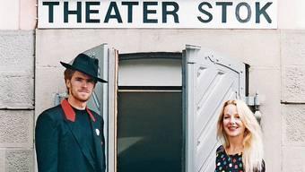 Erica Hänssler und Peter Doppelfeld begrüssen in den 1990er-Jahren Besucher Der 1924 geborene Zbigniew Stok aus Warschau eröffnete das Theater 1970.