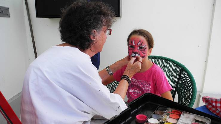 Am Theatertag in Dietikon konnten sich die Kinder fantasievoll schminken lassen.