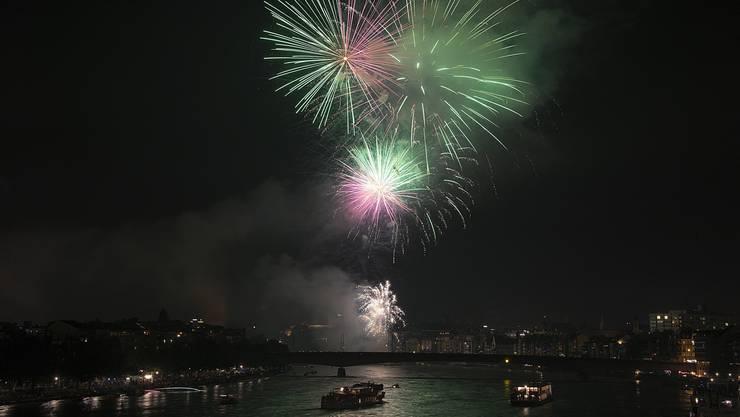 Feuerwerk in Basel zum Nationalfeiertag