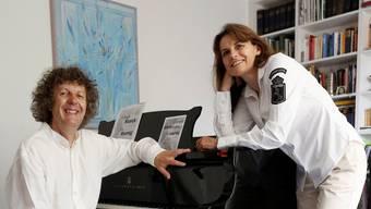 Der Pianist, Urs Koenig, ist der künstlerische Spiritus Rector in der Pfarrschüür, Ehefrau Monica Koenig kümmert sich ums Marketing.