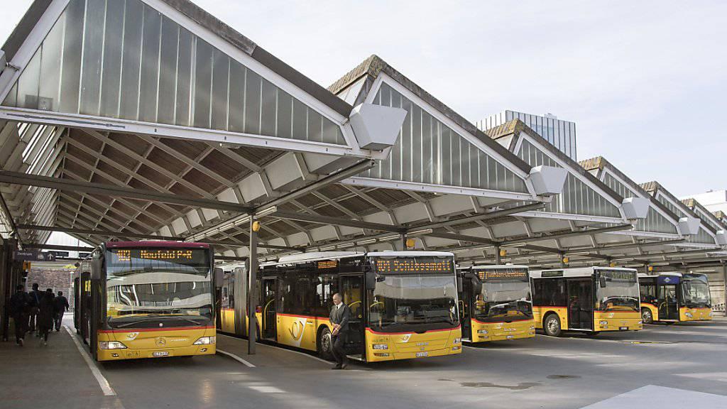 Als Folge einer Neuausrichtung könnten bei PostAuto 40 bis 60 Mitarbeitende ihre Stelle verlieren.
