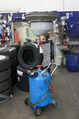 Werkzeuge, Maschinen, Lifte und mehr werden verkauft oder versteigert.