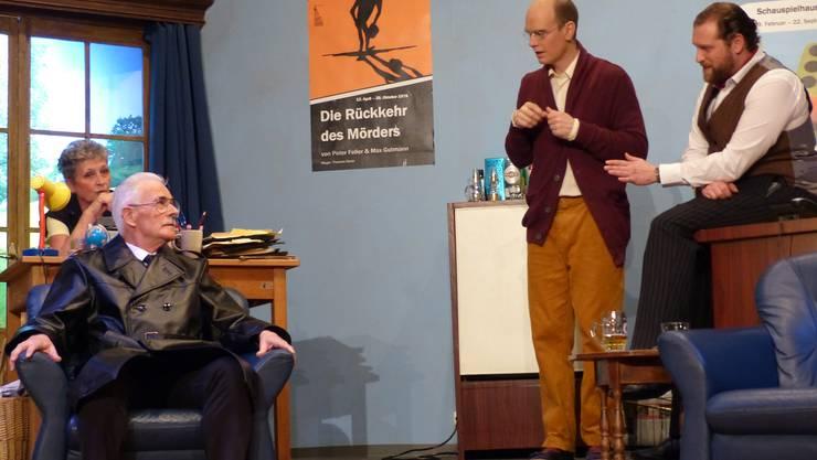 """Premiere der Kriminalkomödie """"Der Haken"""" auf der Theaterbühne Hottwil."""