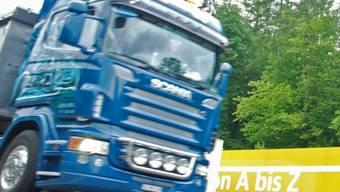 Doppelt genäht: Wer im Strassenverkehr einen Unfall baut, hat zwei Verfahren am Hals.  (AZ-Archiv/Toni Widmer)