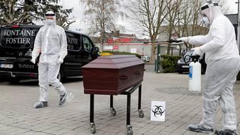 Nach Angaben von US-Experten sind weltweit bereits mehr als 100'000 Menschen an den Folgen der Corona-Pandemie gestorben. (Archivbild)