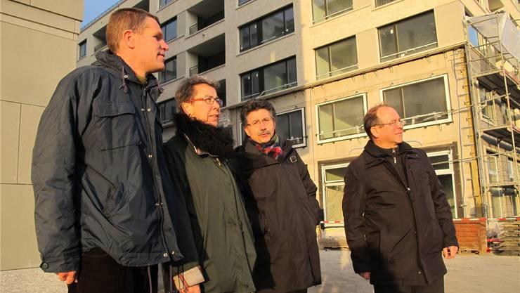 Sven Koller, Esther Tonini, Manuel Peer und Kurt Altenburger hoffen, dass es mit den Planungen für ein Schulhaus im Limmatfeld schnell vorwärts geht.
