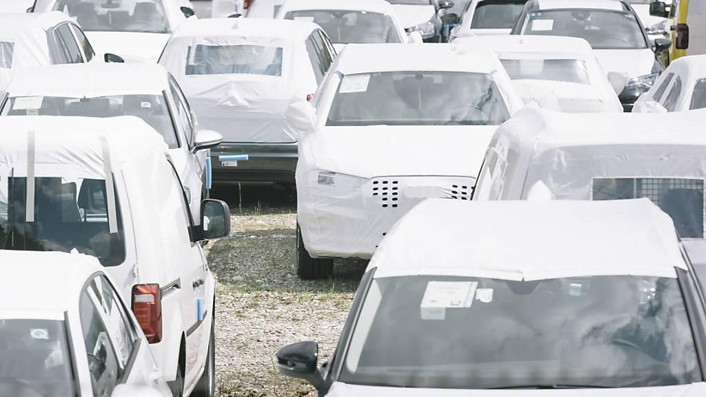 In der Schweiz haben die Autoverkäufe im Mai im Vergleich mit dem coronabedingt schwachen Vorjahr zwar deutlich zugelegt. Das Vorkrisenniveau haben sie aber noch nicht erreicht.(Archivbild)