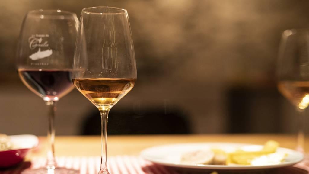 Schweizer Bevölkerung trank 2020 weniger Wein