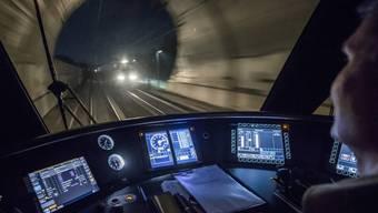 Die Fernverkehrszüge auf der Strecke Bern - Olten müssen derzeit umgeleitet werden.