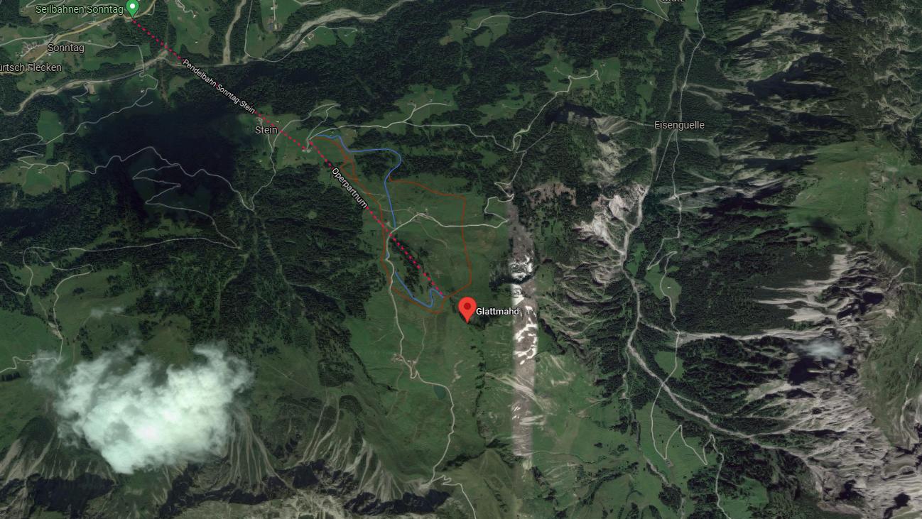 Die 50-jährige rutschte auf dem feuchten Wanderweg aus und stürzte 170 Meter über einen 40 Grad steilen und felsendurchsetzten Grashang ab.