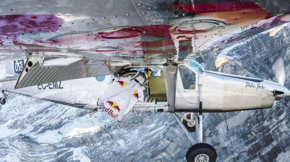 Basejumper springen in Flugzeug