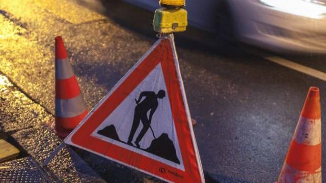 Auf der Baustelle kam es zu einem schweren Unfall (Symbolbild)