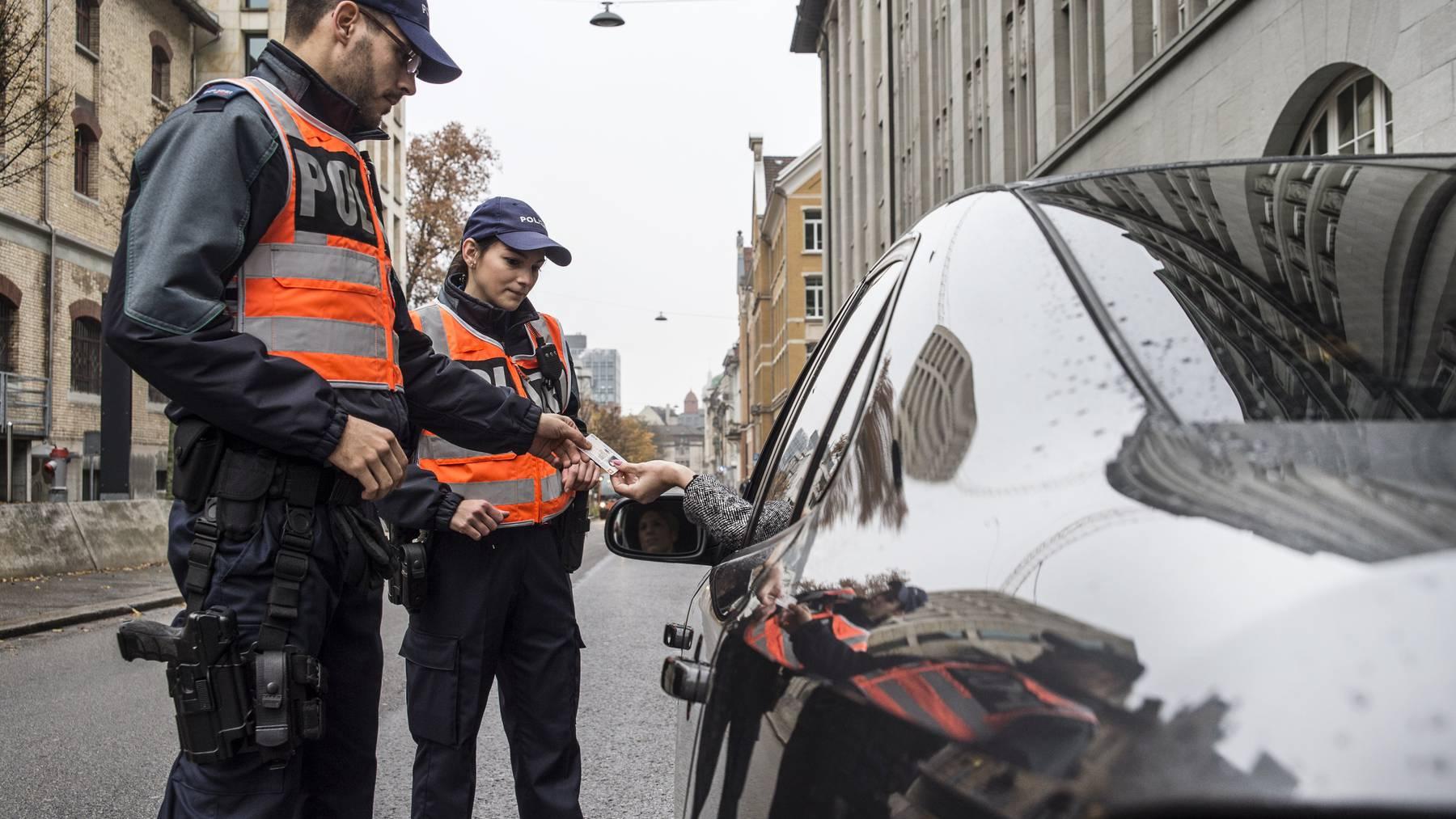Mit 55 Verkehrsteilnehmern waren die St.Galler Polizisten nicht zufrieden. (Symbolbild)