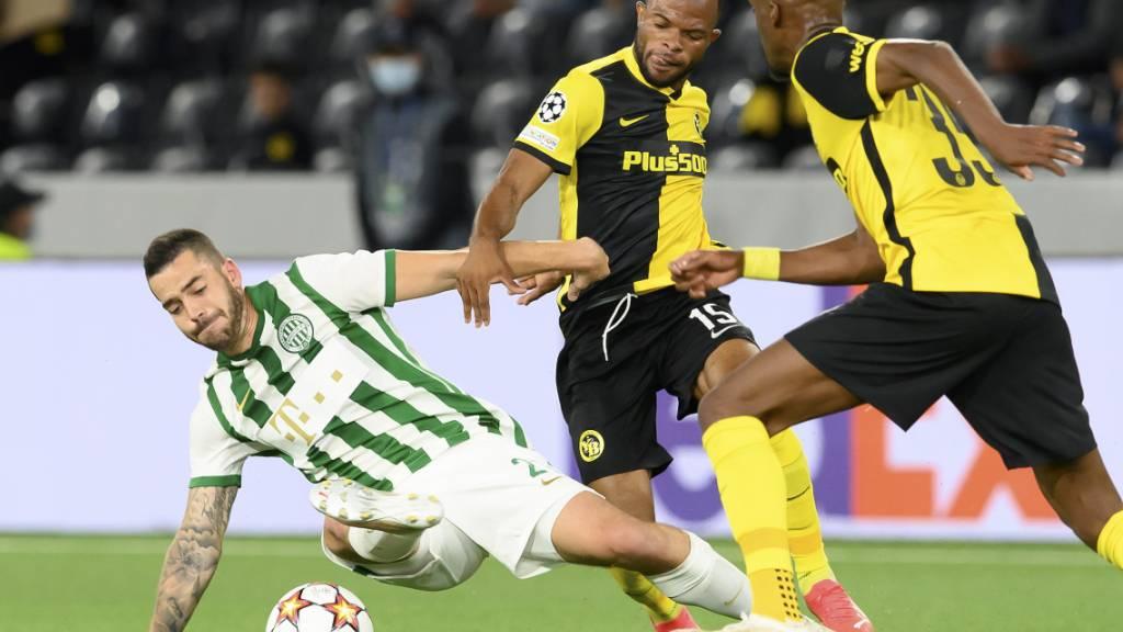 Eines von vielen harten Duellen in der Partie zwischen YB und Ferencvaros