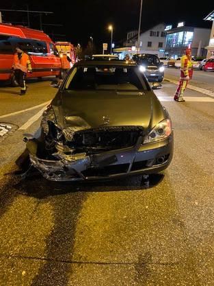 Berikon AG, 19. Februar: Das Auto ist stark beschädigt.