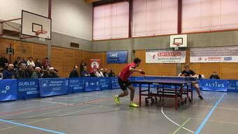 Rio-Star-Spieler Lionel Weber (links) im Duell mit Wils Oskar Perman.