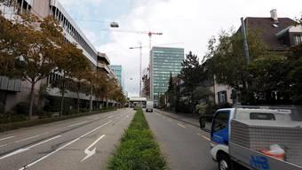 Die Grenzacherstrasse kann zwischen Solitude und Peter Rot-Strasse für Fussgänger und Velofahrende aufgewertet werden.
