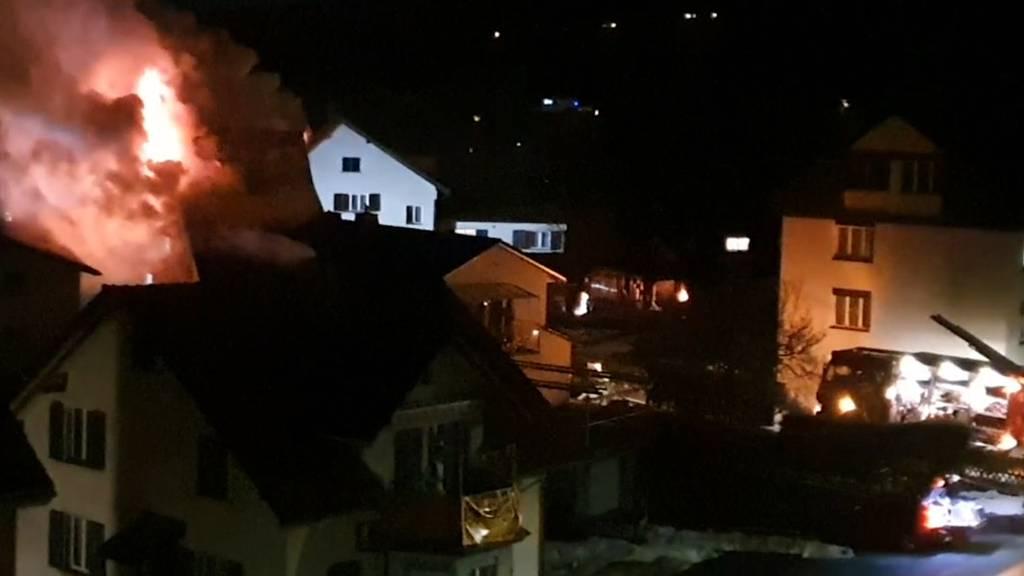 Wollerau (SZ): Frau aus brennendem Haus gerettet
