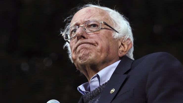 US-Präsidentschaftskandidat Bernie Sanders will bald wieder im Wahlkampf mittun. Nach der Herz-OP ist er laut seiner Frau wieder munter. (Archivbild)