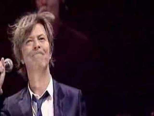 David Bowie live mit «Heroes»