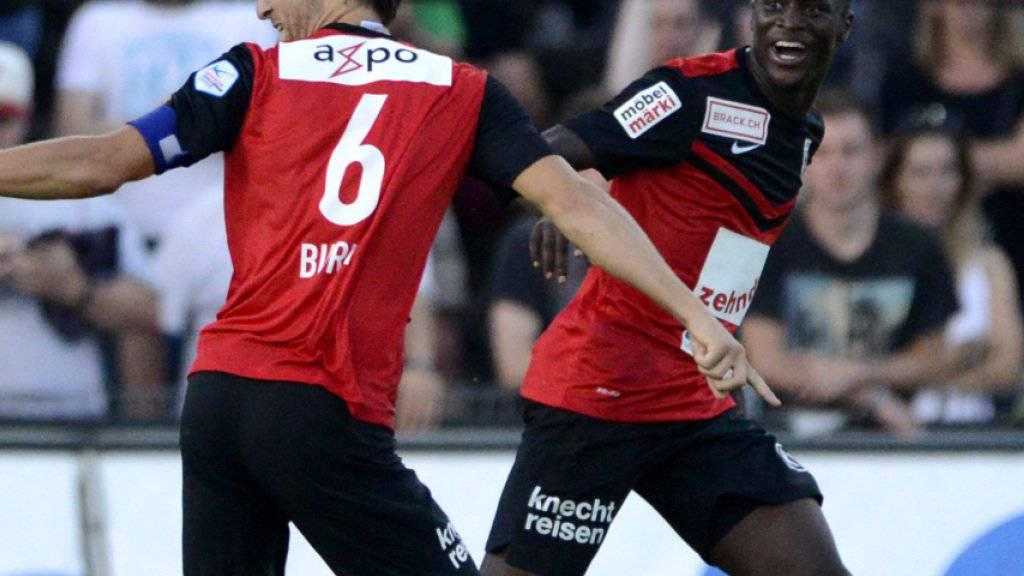 Sandro Burki und Igor Nganga feiern den Sieg im Kantonsderby gegen Wohlen