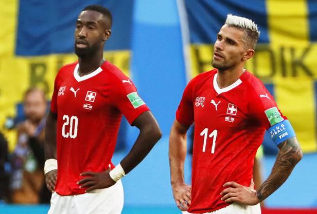 Grosse Enttäuschung und leere Blicke: Valon Behrami (rechts) und Johan Djourou sind nach dem 0:1 gegen Schweden fassungslos