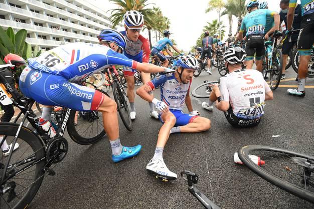 Schon bei der ersten Etappe am Boden: Thibaut Pinot hatte auch in diesem Jahr bisher kein Glück an der Tour de France.