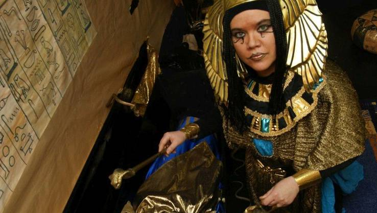 Larissa Brändli als Pharaonin Nefertari