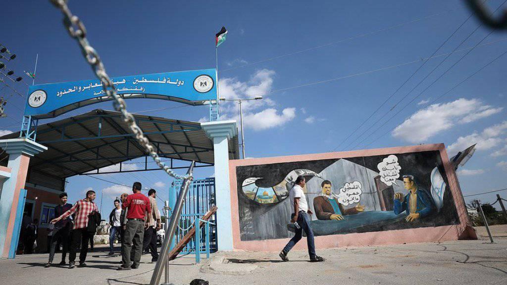 Palästinenser am Mittwoch am Grenzübergang Erez im Norden des Gaza-Streifens.