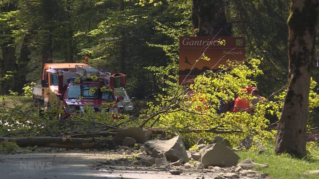 Felssturz in Schwarzenburg verschüttet Strasse