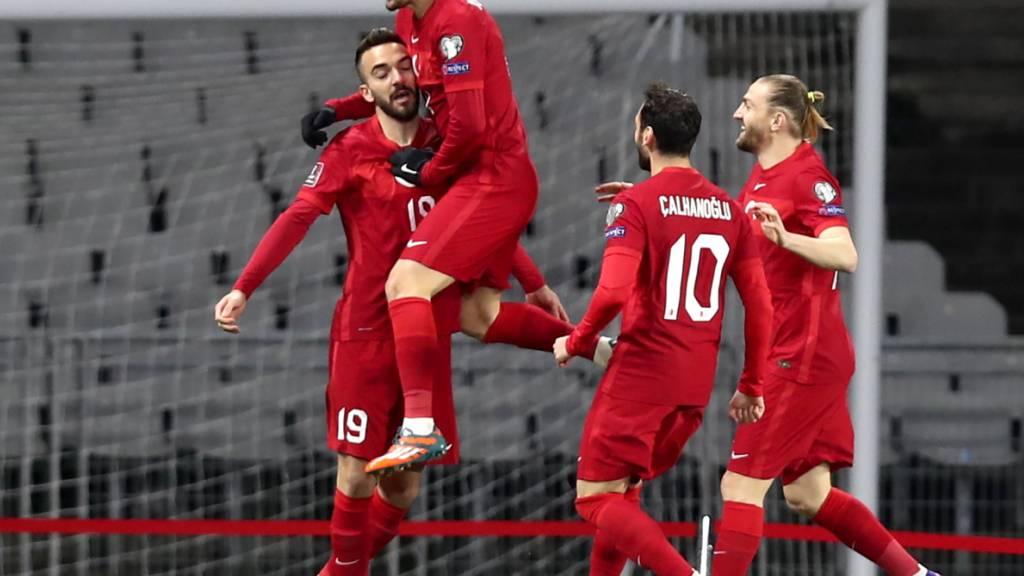 Türkei gibt erste Punkte ab – Portugal in Luxemburg mit Mühe