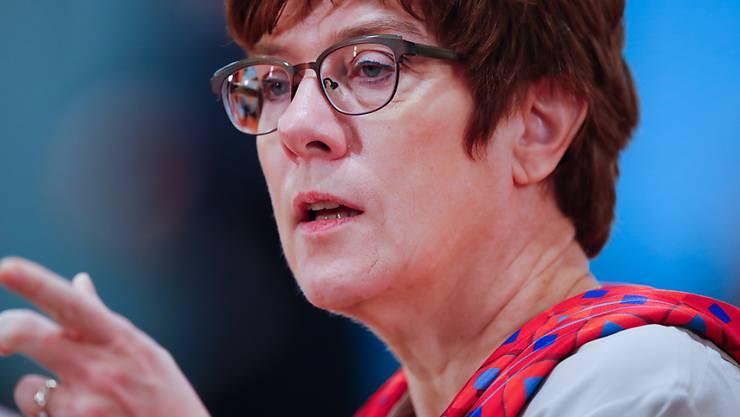 Die deutsche Verteidigungsministerin Annegret Kramp-Karrenbauer (CDU), mahnt die USA. Die Nato sei keine Handelsorganisation und Sicherheit keine Ware. (Archivbild)