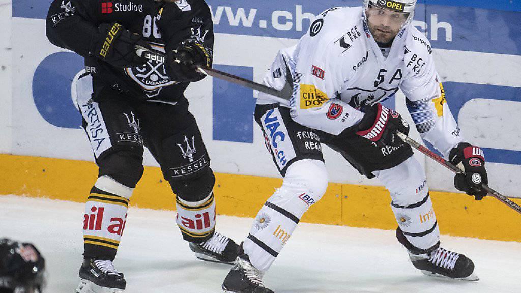 Linus Klasen (links) legte das Siegestor für Lugano beim 3:2-Heimsieg gegen Fribourg-Gottéron auf