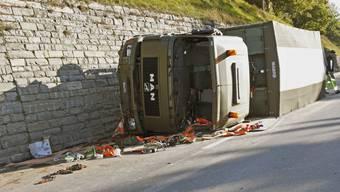 Militärlastwagen in Illanz überschlagen