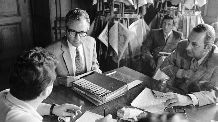Walter Buser 1971 an einer Medienkonferenz, damals noch als Vizekanzler.