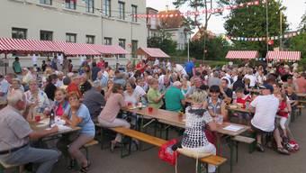 An der 1.August-Feier in Oberwil wurde eine Anti-Fusions-Version des Baselbieterlieds verteilt.