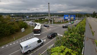 Zu Stosszeiten fahren hier mehr als 25 000 Fahrzeuge über die Kreuzung.