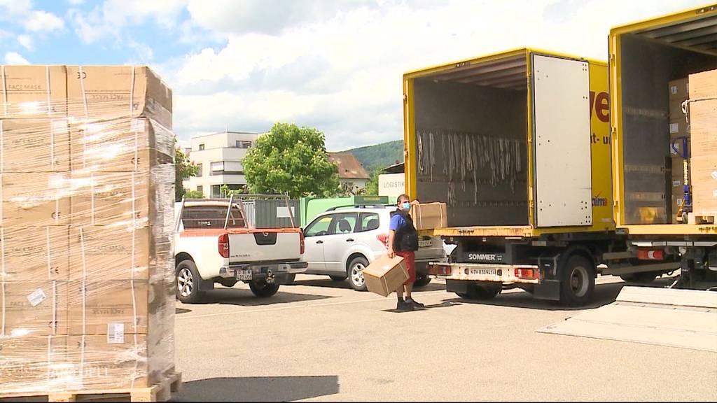 Grosse Schutzmaterial-Lieferung im Aargau angekommen