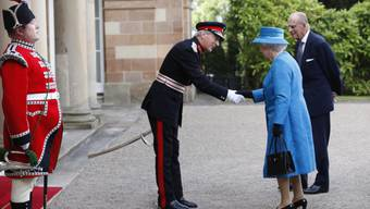 Queen Elizabeth und Prinz Philip kommen in Hillsborough Castle an
