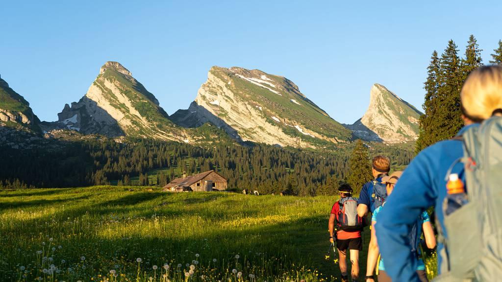 Die Wanderung über alle sieben Churfirsten dauert rund 18 Stunden. (Bild: zVg)