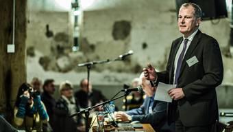 Bau- und Energiedirektor Stephan Attiger legt vor der Regionalkonferenz die Haltung der Kantonsregierung dar. Chris Iseli