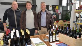Die Macher der Schiller-Weinbaugenossenschaft Bucheggberg (v.l.): Vizepräsident Ulrich Abbühl, neuer Präsident Wolfgang Bertschmann und ehemaliger Präsident und Vorstandsmitglied Manfred Küng.