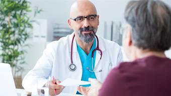 Hat sein Arzt einen geübten Blick und eine gute Nase, kann der Patient bei der Diagnose davon profitieren.