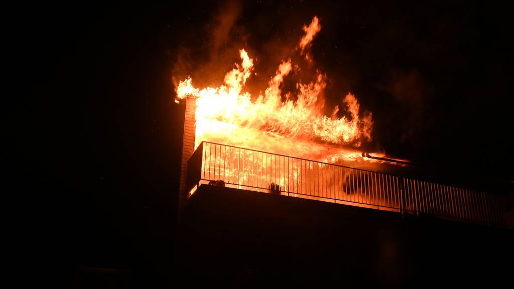 Brand auf Balkon eines Wohnhauses – keine Verletzten