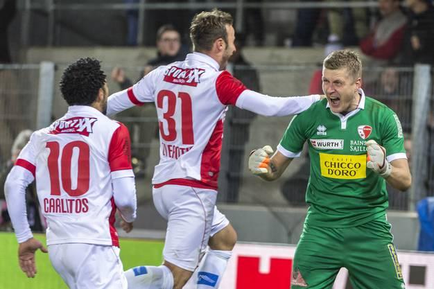 Der Sieg ist Tatsache: Andris Vanins freut sich über den gehandelten Elfmeter.